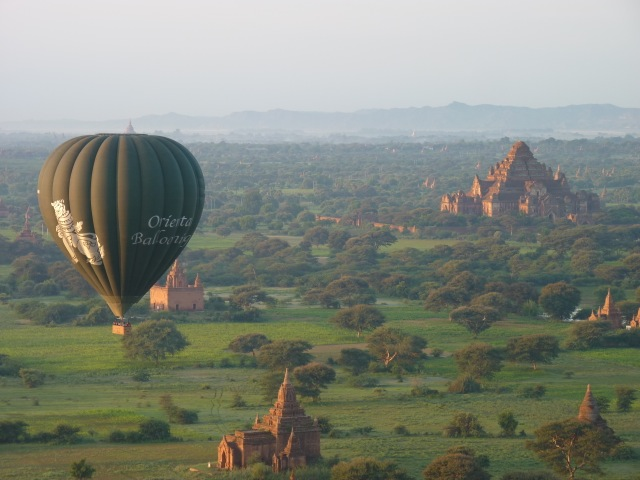 balloon rides over buddhist temples